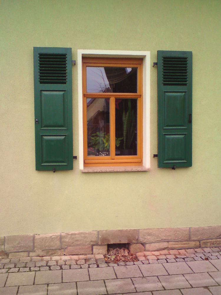 Fensterläden Holz, mit Leinölfarbe